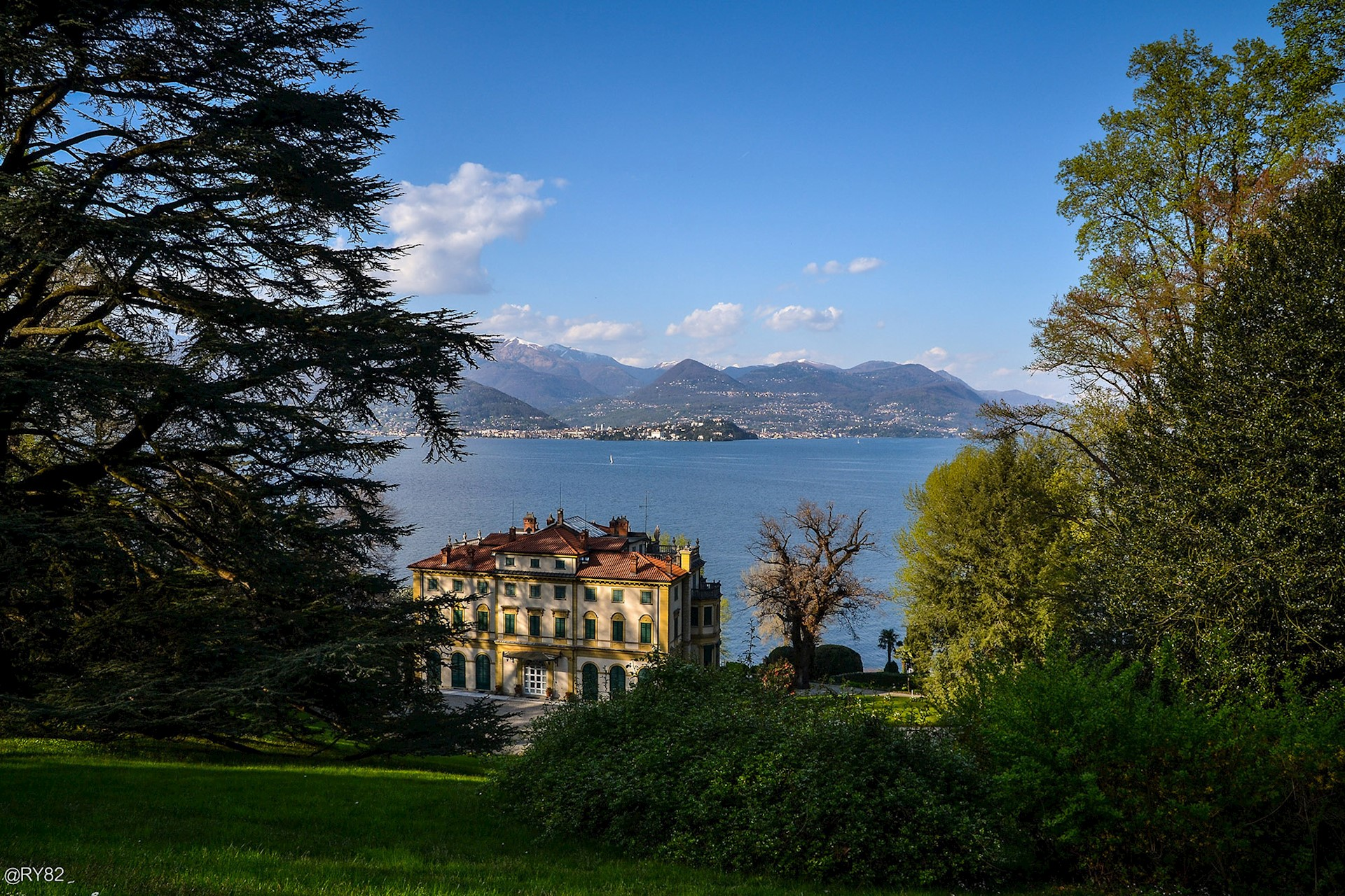 The botanical and zoological gardens of Villa Pallavicino